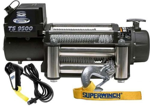 Superwinch_Tiger_Shark_9500_1595200_showing_remote_and_fairlead_of_winch_2000x